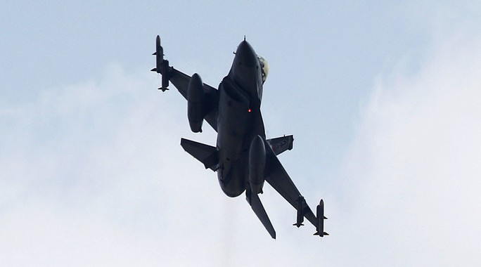 Chiến đấu cơ F-16 hết nhiên liệu khi đang làm nhiệm vụ truy sát ông Erdogan. Ảnh: Reuters