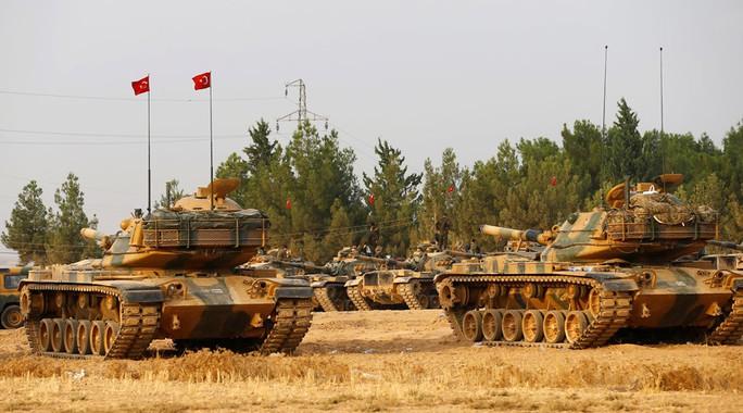 Thổ Nhĩ Kỳ đưa thêm xe tăng vào Syria hôm 3-9. Ảnh: Reuters