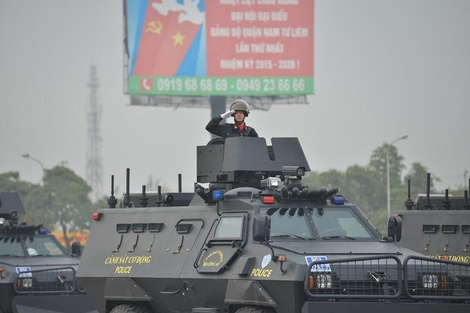 Xe bọc thép đặc chủng của cảnh sát cơ động và cảnh sát đặc nhiệm làm nhiệm vụ phòng chống khủng bố, giải cứu con tin. Xe này có thân và kính chống đạn chống mìn, gầu xúc phía trước dễ dàng thu dọn chướng ngại vật lớn