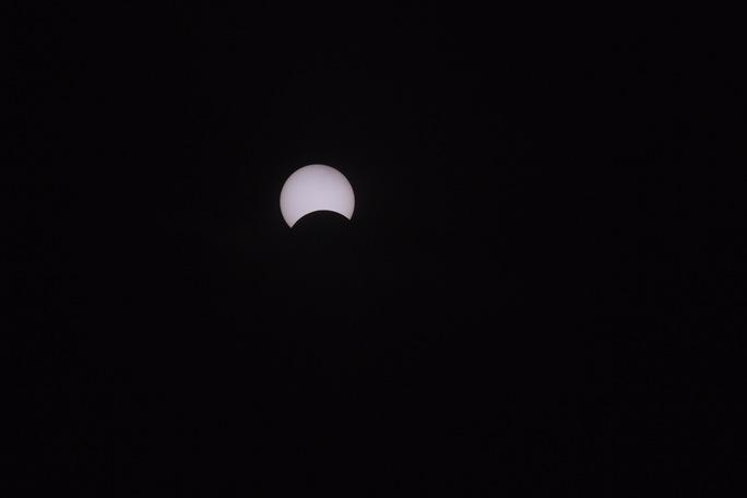 Hiện tượng nhật thực kết thúc vào khoảng 9 giờ sáng 9-3.