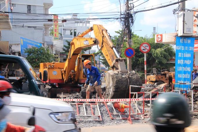 Công trình thi công ở kế bên Bến xe Miền Đông được cho là một nguyên nhân gây ra vụ tắc kinh hoàng vào sáng nay