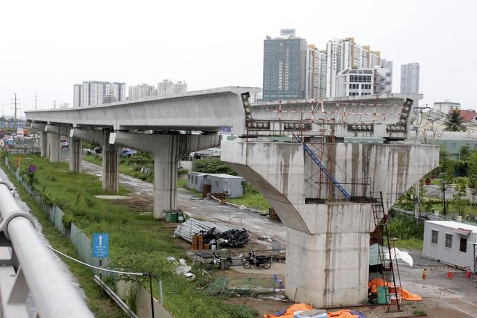 Hình dáng tuyến metro số 1 được quan sát từ phía trên cầu Rạch Chiếc.
