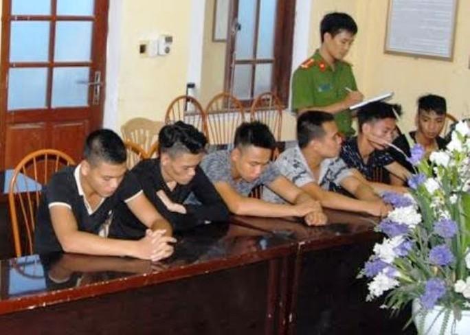 Những thanh niên liên quan đến vụ hỗn chiến khiến 1 người bị chém chết đang bị Công an tỉnh Hà Nam tạm giữ
