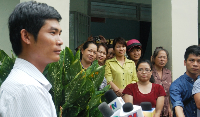 Đông đảo người dân xã Đạ Oai tự hào về hành động dũng cảm của Phan Văn Bắc.