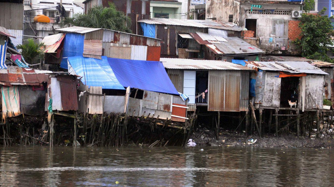 Cảnh nhếch nhác tại khu ổ chuột ven rạch Bùi Hữu Nghĩa (quận Bình Thạnh, TP HCM) Ảnh: GIA MINH