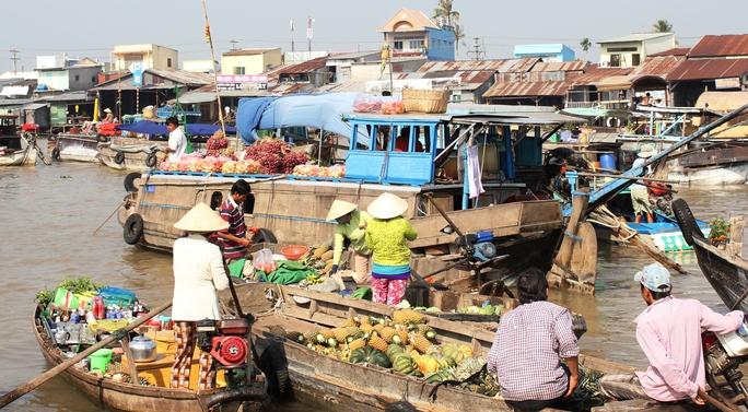 Buôn bán tấp nập trên chợ nổi Cái Răng