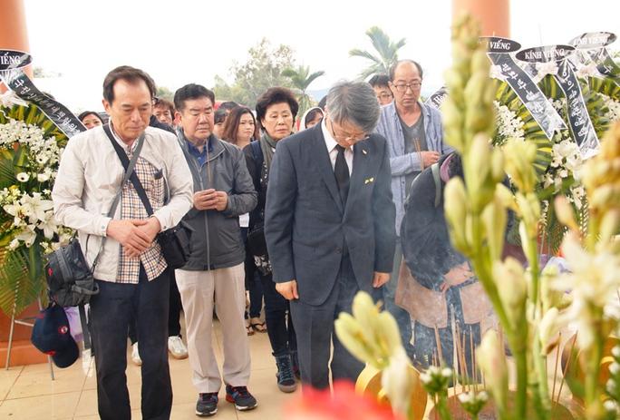 Các hội, đoàn thể, trí thức Hàn Quốc thành kính dâng hương đến các nạn nhân