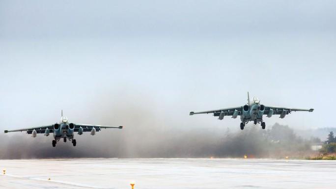 Chiến đấu cơ của Nga cất cánh từ căn cứ không quân ở Syria. Ảnh: AP