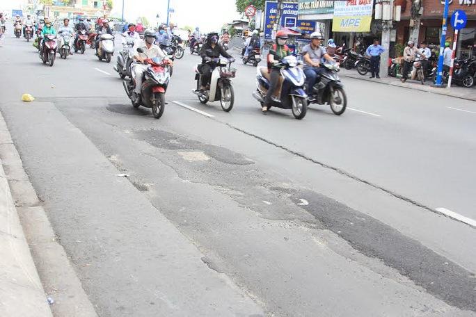Tái lập mặt đường ẩu trên Quốc lộ 13, đoạn qua phường Hiệp Bình Phước, quận Thủ Đức