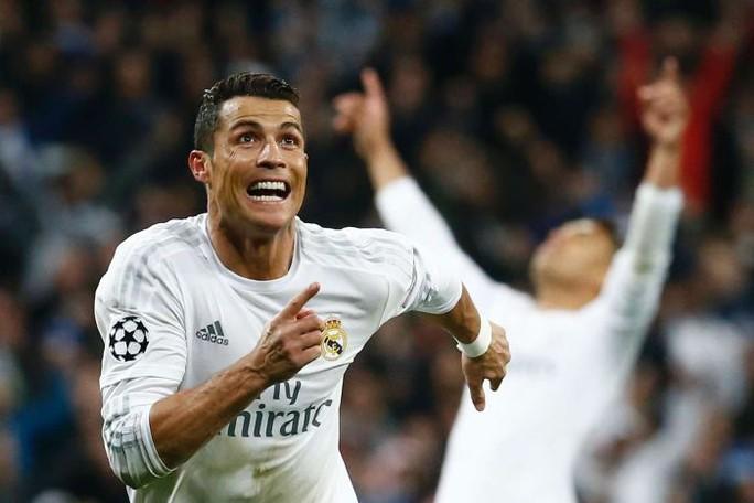 Ronaldo toả sáng với 3 bàn thắng vào lưới Wolfsburg