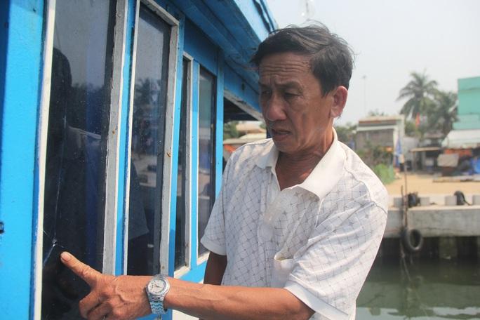 Kình tàu cá trúng đạn bi của tàu Trung Quốc