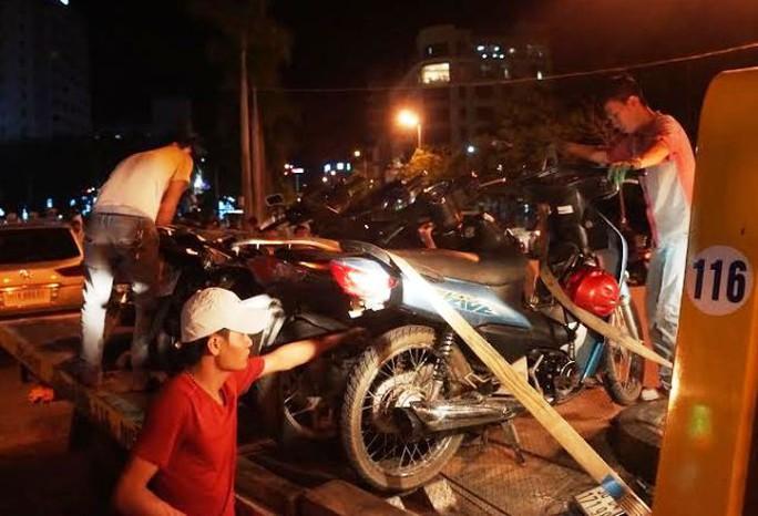 Những chiếc xe máy bị hư hỏng đang được đưa về trụ sở Công an TP Thanh Hóa để xử lý
