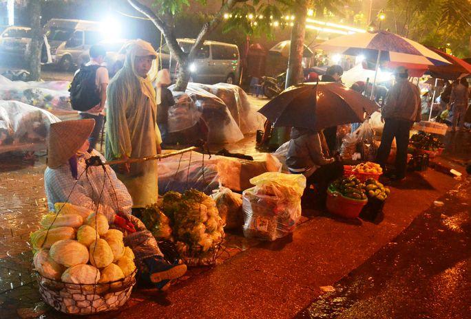 Chợ âm phủ Đà Lạt trong một đêm mưa tháng 7-2016