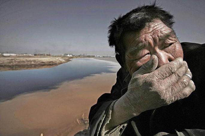 Một khúc sông Hoàng Hà bị ô nhiễm nặng ở Nội Mông Ảnh: BUZZIVE