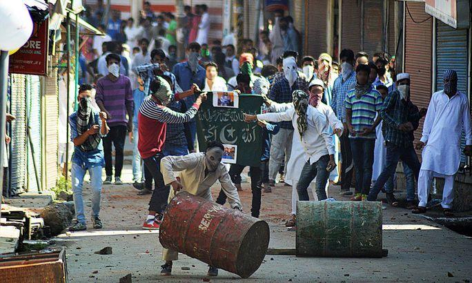 Ấn Độ cáo buộc Pakistan đứng đằng sau phong trào nổi dậy và chống đối ở vùng đất Kashmir Ảnh: DAWN
