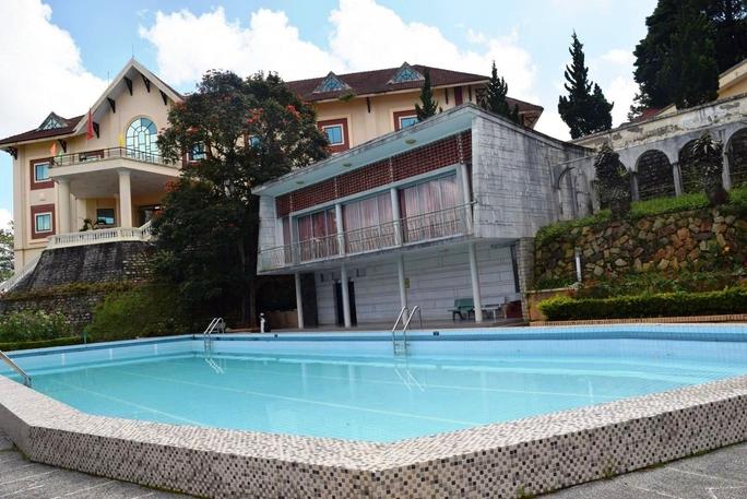 Biệt thự Bạch Ngọc trong biệt điện Trần Lệ Xuân với hồ bơi nước nóng xây dựng năm 1958