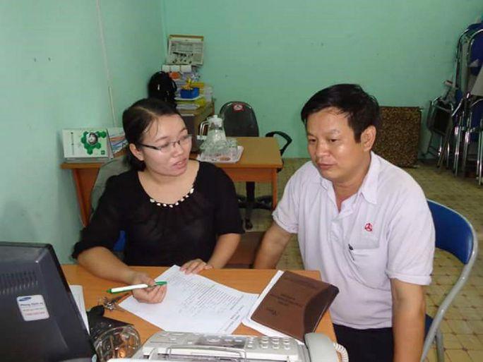 Chị Trần Thị Dung, Chủ tịch CĐ Công ty TNHH Kollan Việt Nam, trao đổi kinh nghiệm hoạt động CĐ với đồng nghiệp