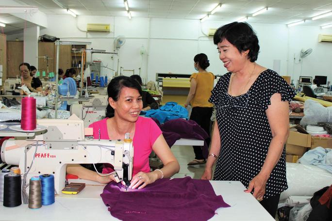 Hết lòng vì công nhân nên bà Bùi Thị Xuân Huệ, Chủ tịch Công đoàn Công ty CP May da xuất khẩu 30-4, luôn được công nhân quý mến