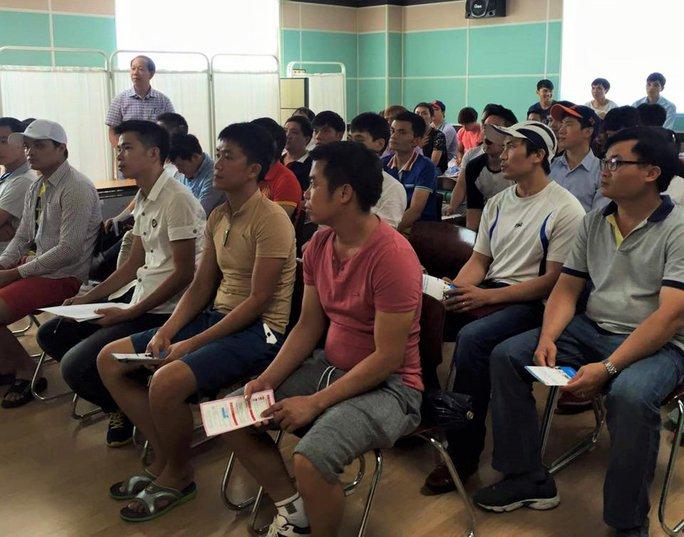 Lao động Việt Nam đi làm việc tại Hàn Quốc trong một buổi nghe phổ biến pháp luật Ảnh: VĂN PHÒNG EPS