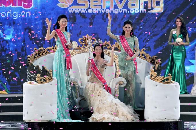 Giây phút đăng quang của tân hoa hậu Việt Nam