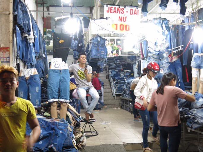 Chợ Hạnh Thông Tây (quận Gò Vấp, TP HCM) thường đông nghẹt về đêm