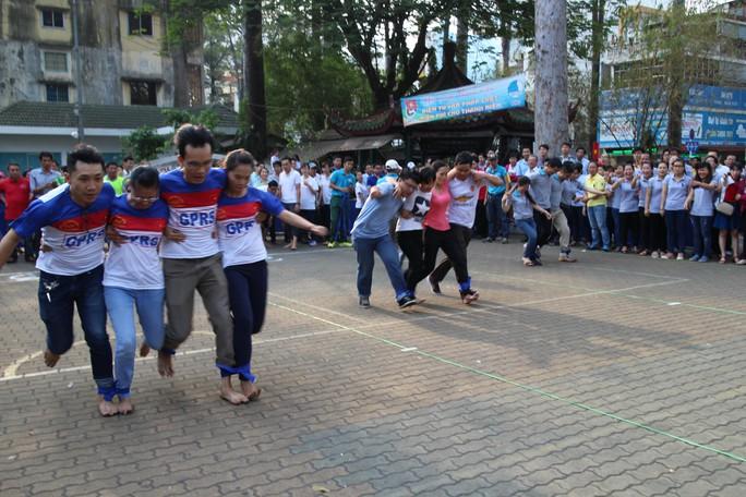 CNVC-LĐ quận 5, TP HCM hào hứng tham gia hội thao tại lễ khai mạc Tháng Công nhân Ảnh: HỒNG ĐÀO