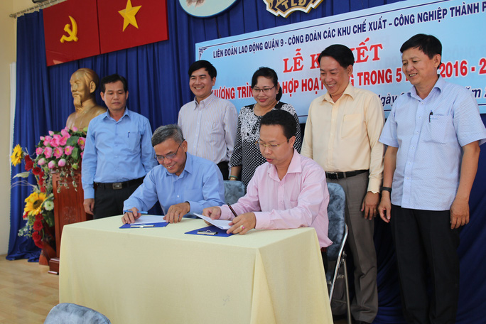 Đại diện LĐLĐ quận 9 và Công đoàn các KCX-KCN TP HCM tại lễ ký kết