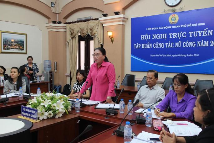 Bà Nguyễn Thị Bích Thủy, Phó Chủ tịch LĐLĐ TP HCM, phát biểu tại hội nghị