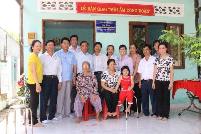"""Niềm vui của gia đình chị Nguyễn Thị Thu Thủy trong ngày nhận """"Mái ấm Công đoàn"""""""