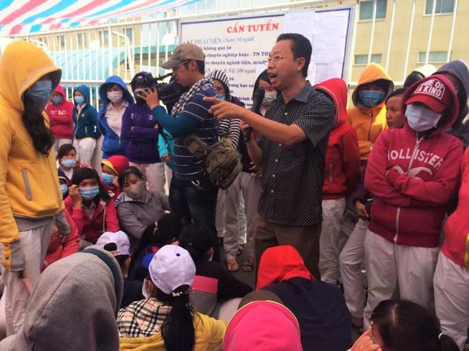 Cán bộ Công đoàn các KCX-KCN TP HCM giải quyết ngừng việc tập thể tại KCX Tân Thuận