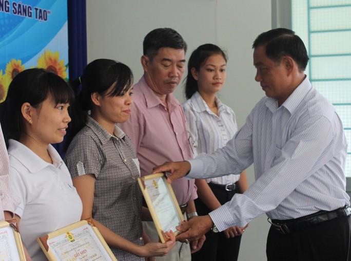 Các cá nhân tiêu biểu được LĐLĐ huyện Nhà Bè, TP HCM tuyên dương