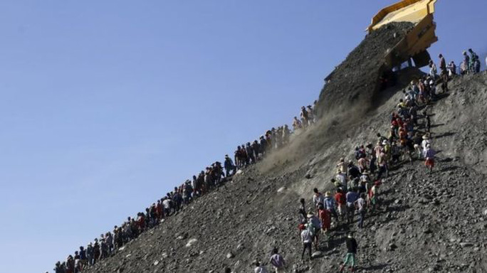 Các khu mỏ khai thác ngọc bích đang dần trở nên cằn cỗi do môi trường bị phá hủy. Ảnh: REUTERS