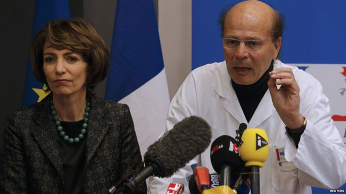 Bộ trưởng Y tế Pháp Marisol Touraine (trái) thông báo về tai nạn thử nghiệm thuốc trên truyền hình. Ảnh: Reuters