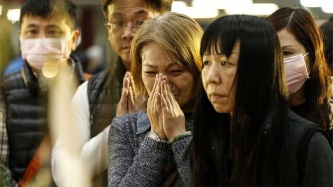 Thương xót nạn nhân vụ động đất. Ảnh: EPA