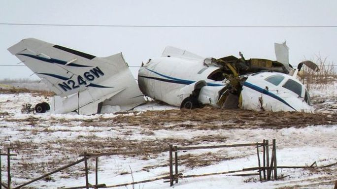 Chiếc máy bay vỡ vụn. Ảnh: AP