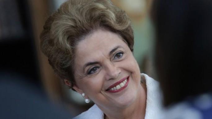 Bà Dilma Rousseff sẽ tiếp tục sống trong dinh tổng thống Alvorada Palace trong thời gian luận tội. Ảnh: AP