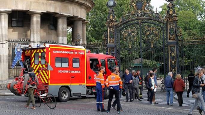 Vụ sét đánh ở Paris làm 11 người bị thương. Ảnh: AP
