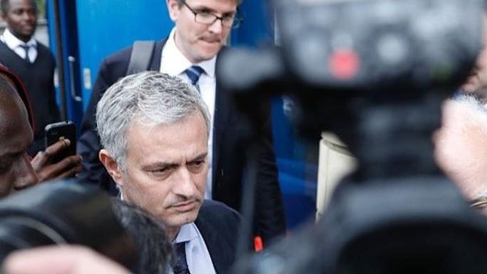 Mourinho ra mắt báo chí Anh hôm 6-7