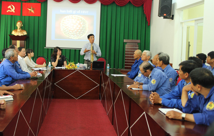 CNVC-LĐ nghe tuyên truyền về phòng chống HIV/AIDS
