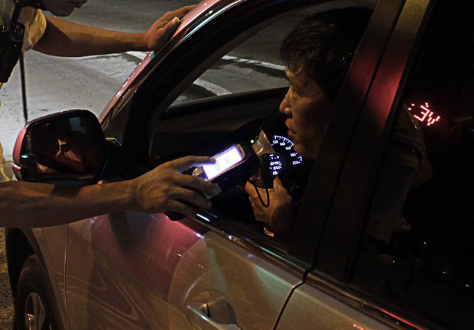 Lực lượng CSGT cũng trang bị loại máy kiểm tra nồng độ cồn kiểu mới. Thời gian kiểm tra nồng độ cồn chỉ diễn ra trong 30 giây và những tài xế được kiểm tra không cần phải ngậm ống thổi. Tài xế chỉ cần ghé miệng thổi là có thể phát hiện có chất cồn khi lưu thông.