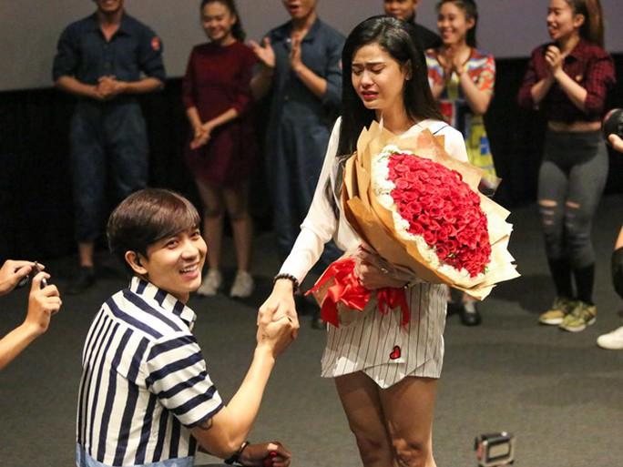 Màn cầu hôn mới đây của Tim khiến Trương Quỳnh Anh bật khóc nức nở