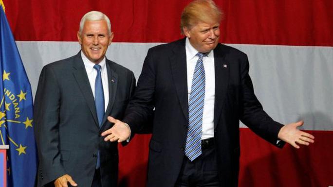 Ông Donald Trump (phải) và ông Mike Pence xuất hiện cùng nhau tại bang Indiana hồi tuần này. Ảnh: REUTERS