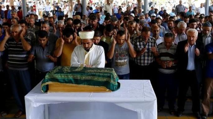 ít nhất 144 người thương vong trong vụ đánh bom đẫm máu đêm 20-8. Ảnh: Reuters