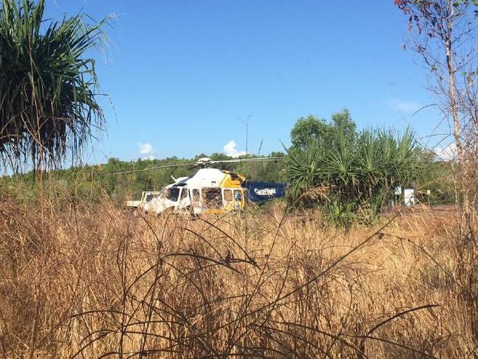 Trực thăng cứu hộ người đàn ông ở Leaders Creek. Ảnh: AAP