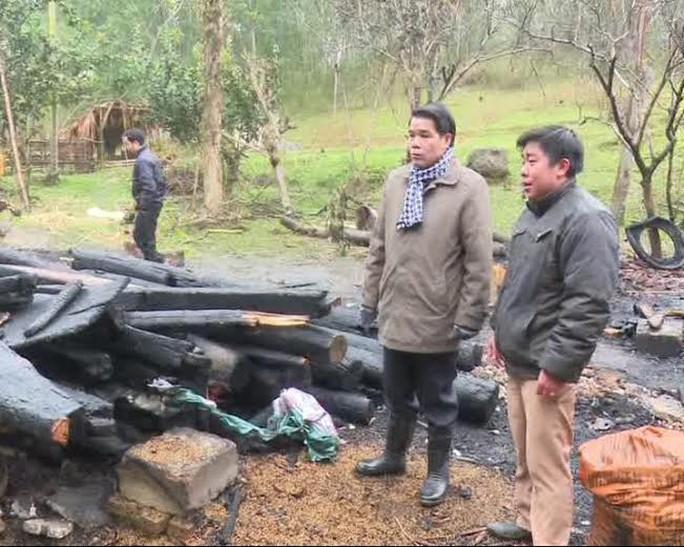 Ngôi nhà của gia đình anh Thuận cháy rụi sau sự cố hi hữu