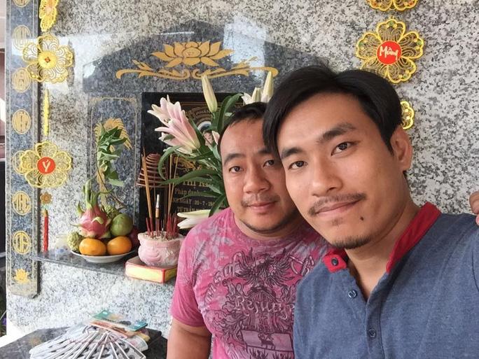 NS Hiếu Hiền và Kiều Tuấn Minh viếng mộ cố NS Kim Ngọc