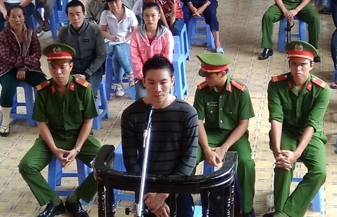 Khưu Văn Minh Tại phiên toà.