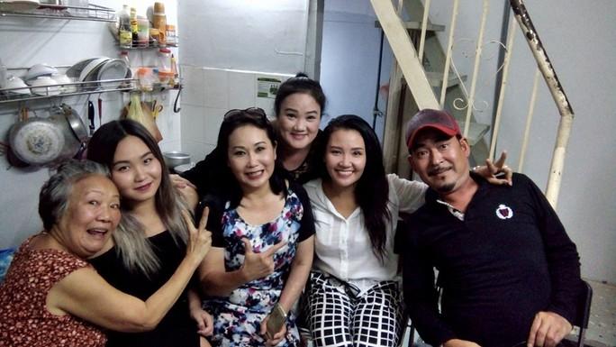 NS Thanh Hằng về thăm mẹ trong ngày tết