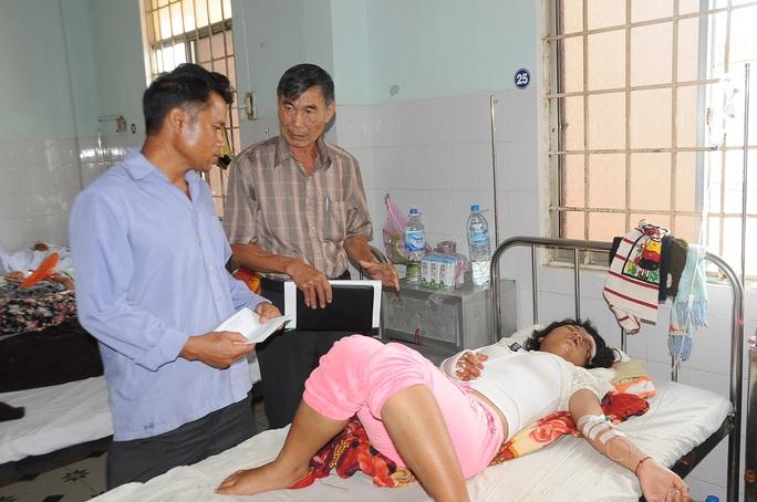 Một nạn nhân đang điều trị tại Bệnh viện đa khoa tỉnh Kon Tum