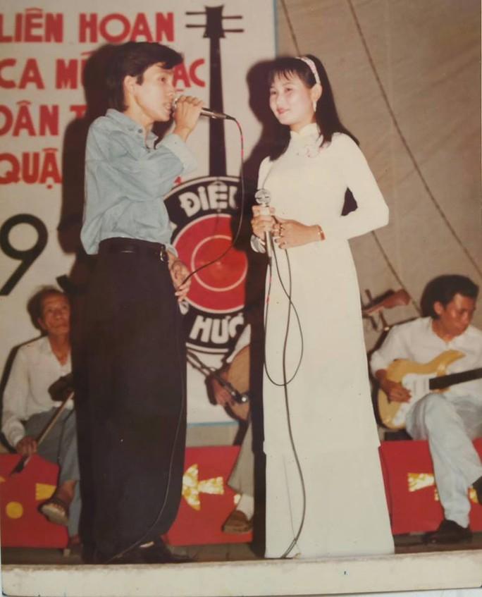 Năm 1993 NS Vũ Luân và Tâm Tâm đã từng dự thi Liên hoan ca múa nhạc dân tộc do TTVH quận 3 tổ chức